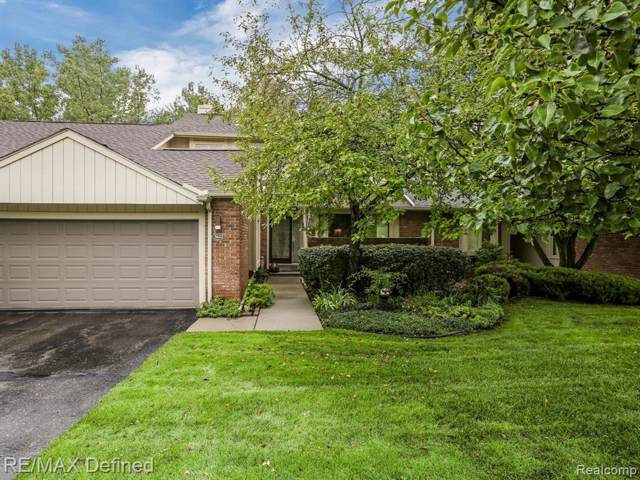 5622 Hillcrest Circle W, West Bloomfield Twp, MI 48322 (#219102086) :: The Buckley Jolley Real Estate Team