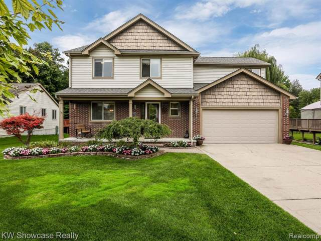 6593 Wedgewood Court, Waterford Twp, MI 48327 (#219102447) :: The Buckley Jolley Real Estate Team