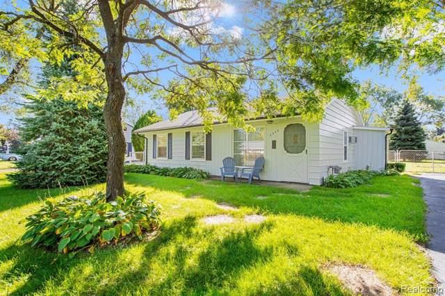 2908 Edna Jane Drive, Auburn Hills, MI 48326 (#219102768) :: The Alex Nugent Team   Real Estate One