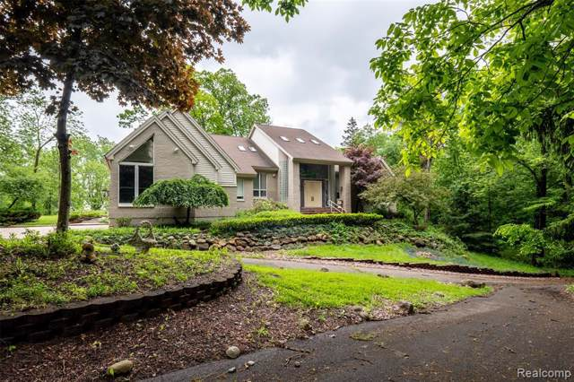 5407 Amanda Drive, West Bloomfield Twp, MI 48323 (#219102853) :: The Mulvihill Group