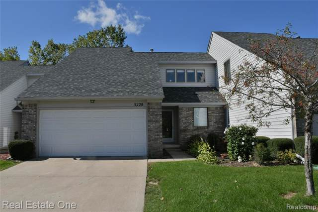 5228 Country Wood Lane, Grand Blanc Twp, MI 48439 (#219103003) :: The Buckley Jolley Real Estate Team