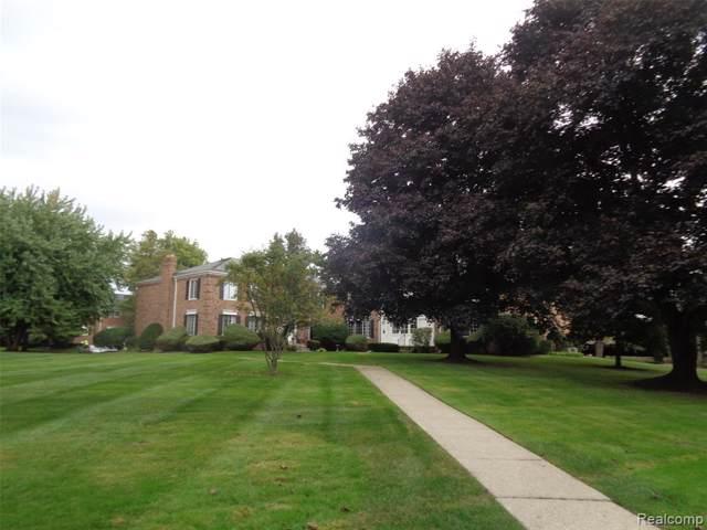 585 E Fox Hills Drive #32, Bloomfield Twp, MI 48304 (#219103588) :: The Buckley Jolley Real Estate Team