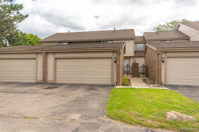 5435 Carol Run W, West Bloomfield Twp, MI 48322 (#219104608) :: The Mulvihill Group
