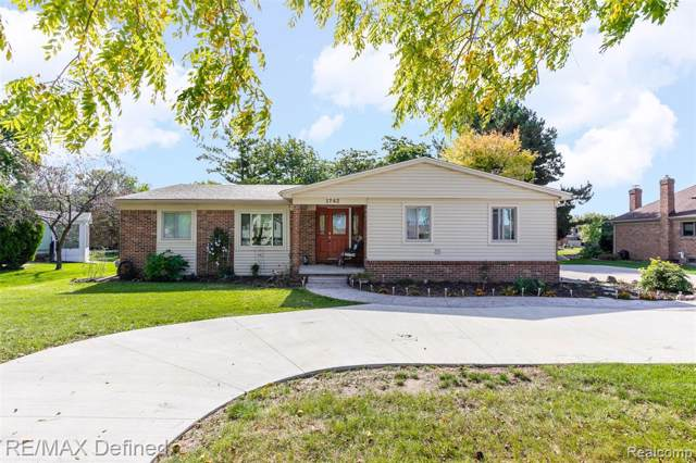1742 Three Lakes, Troy, MI 48085 (#219104748) :: Alan Brown Group