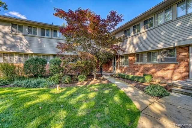 1052 Stratford Lane, Bloomfield Hills, MI 48304 (#219104855) :: The Buckley Jolley Real Estate Team