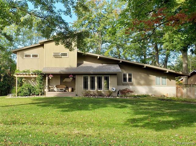 480 Pingree Circle, Waterford Twp, MI 48327 (#219105111) :: The Mulvihill Group