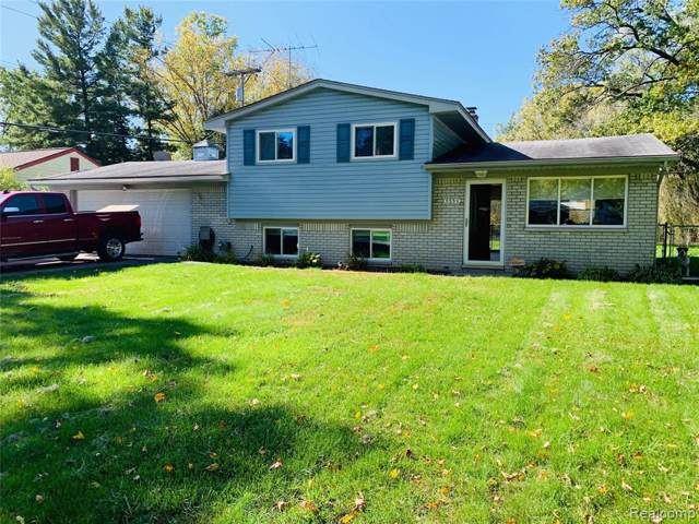 5530 Farm Rd, Waterford Twp, MI 48327 (#219105423) :: Alan Brown Group