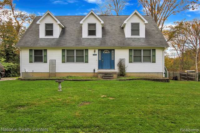 1110 Kewadin Drive, Waterford Twp, MI 48327 (#219105996) :: GK Real Estate Team