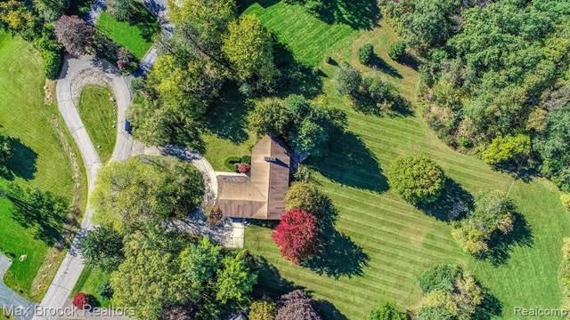 4560 Cherokee Lane, Bloomfield Twp, MI 48301 (#219106138) :: The Buckley Jolley Real Estate Team
