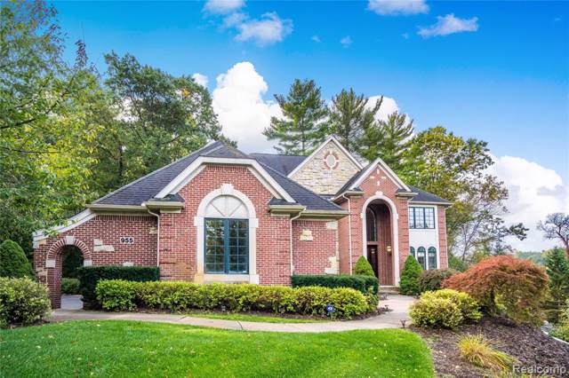 955 Hill Hollow Lane, Milford Twp, MI 48381 (#219106340) :: The Mulvihill Group