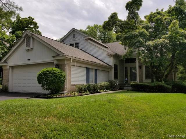 7553 Danbury Circle, West Bloomfield Twp, MI 48322 (#219106343) :: The Buckley Jolley Real Estate Team