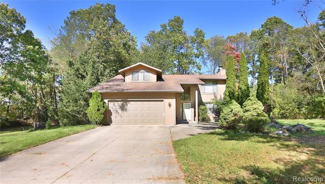 4250 Charms Crt Court, Commerce Twp, MI 48382 (#219106348) :: Alan Brown Group