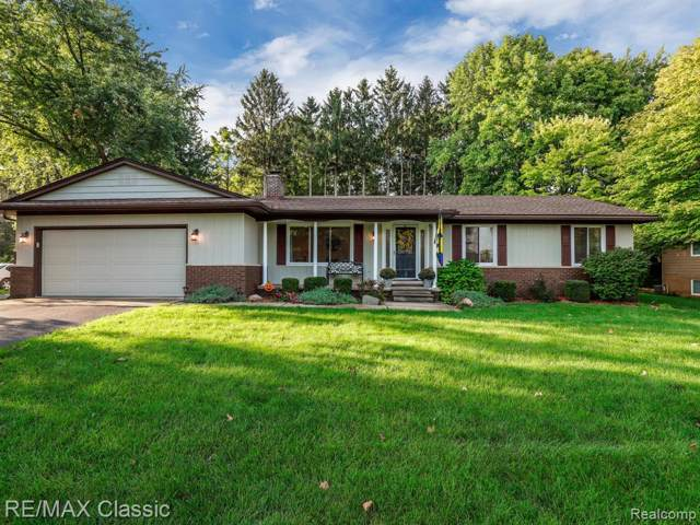 11843 Knob Hill Drive, Brighton Twp, MI 48114 (#219106432) :: The Mulvihill Group