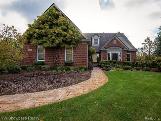 3059 Berkshire Crt, Milford Twp, MI 48380 (#219106873) :: The Mulvihill Group