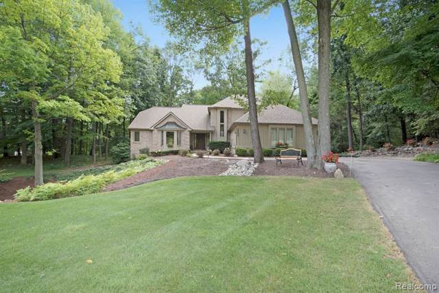 2440 Pine Hollow Trail, Brighton Twp, MI 48114 (#219106880) :: The Mulvihill Group
