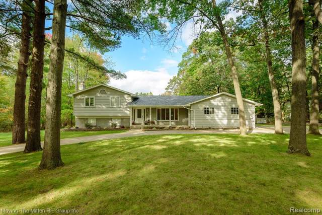 10380 Aspen Valley Drive, Tyrone Twp, MI 48430 (MLS #219107003) :: The Toth Team