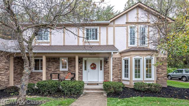 5336 Par Valley Crt Court, West Bloomfield Twp, MI 48323 (#219107319) :: The Mulvihill Group
