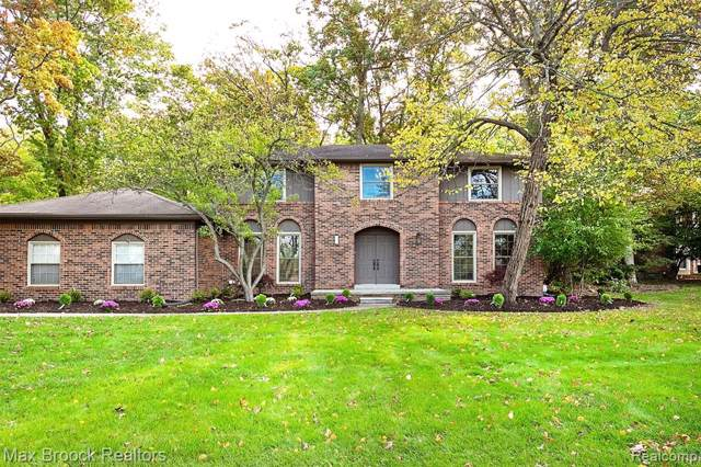 2935 Woodford Circle, Rochester Hills, MI 48306 (#219107356) :: The Mulvihill Group