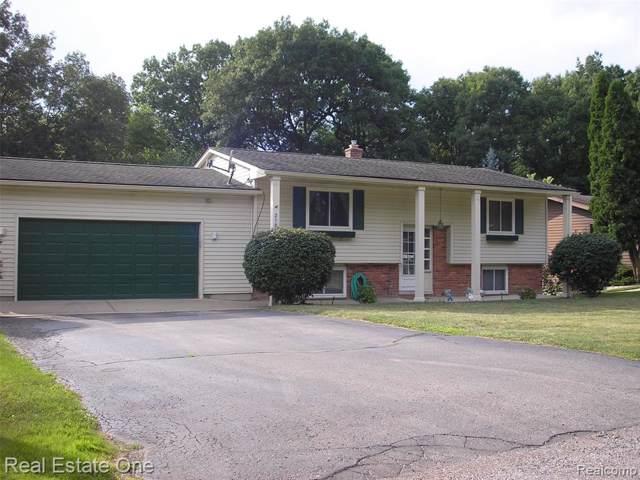 2105 Highfield, Waterford Twp, MI 48329 (#219108000) :: GK Real Estate Team