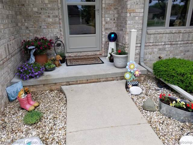 7230 Spring Lake Trail, Saginaw Twp, MI 48603 (#219109341) :: The Buckley Jolley Real Estate Team