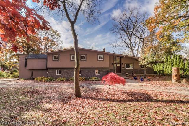 4166 Stoddard Road, West Bloomfield Twp, MI 48323 (MLS #219110922) :: The Toth Team