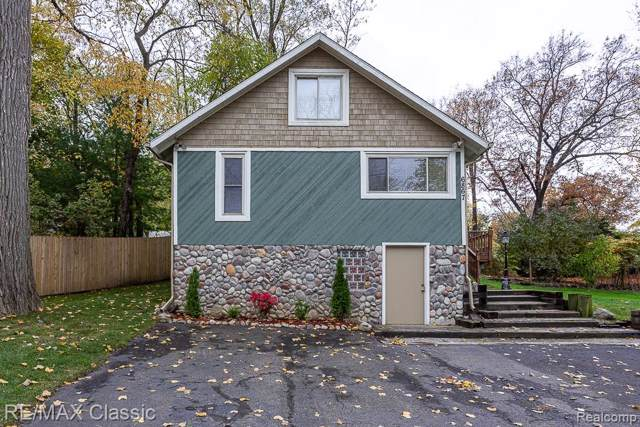 6867 Colony Drive, West Bloomfield Twp, MI 48323 (#219111516) :: The Buckley Jolley Real Estate Team