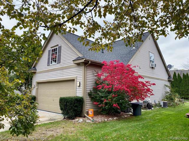 328 Lake Meadow Drive, Waterford Twp, MI 48327 (#219111860) :: The Mulvihill Group