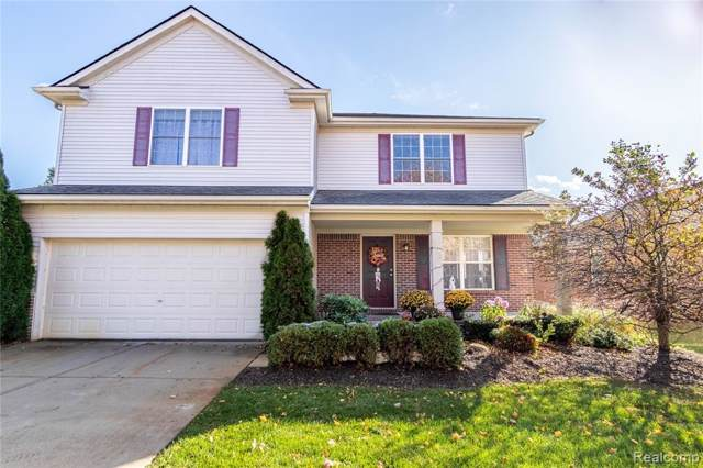2710 Signature Circle, Hamburg Twp, MI 48169 (#219112943) :: The Buckley Jolley Real Estate Team