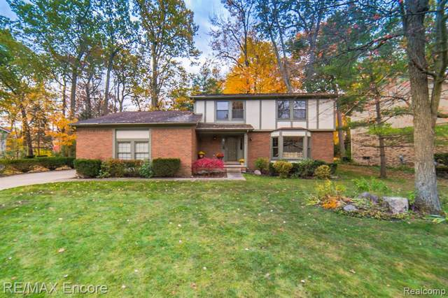 5972 Misty Hill Drive, Independence Twp, MI 48346 (MLS #219113658) :: The Toth Team