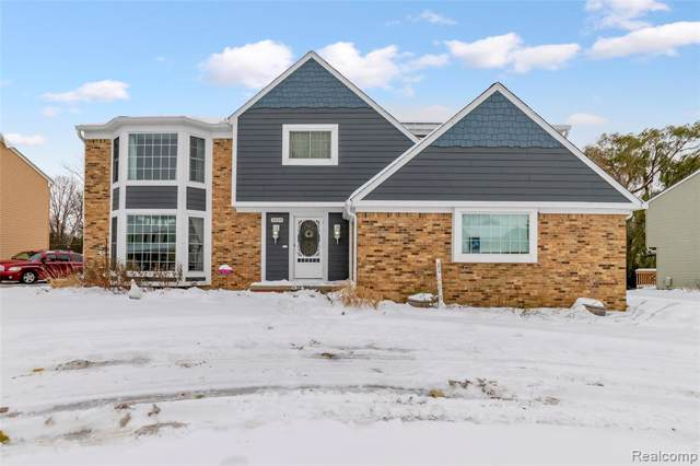 5529 Greenbriar Drive, West Bloomfield Twp, MI 48322 (MLS #219113723) :: The Toth Team