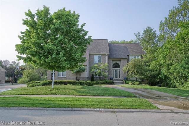 4876 Justin Lane, West Bloomfield Twp, MI 48322 (MLS #219114159) :: The Toth Team