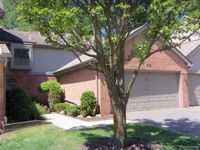 932 Woodridge Hills Drive, Brighton, MI 48116 (#219114300) :: The Buckley Jolley Real Estate Team