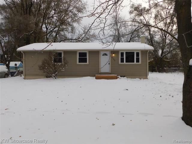 4750 Lake Grove Drive, White Lake Twp, MI 48383 (#219114570) :: The Buckley Jolley Real Estate Team