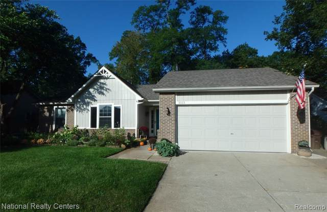 3113 Buss Drive, Commerce Twp, MI 48390 (#219115573) :: GK Real Estate Team
