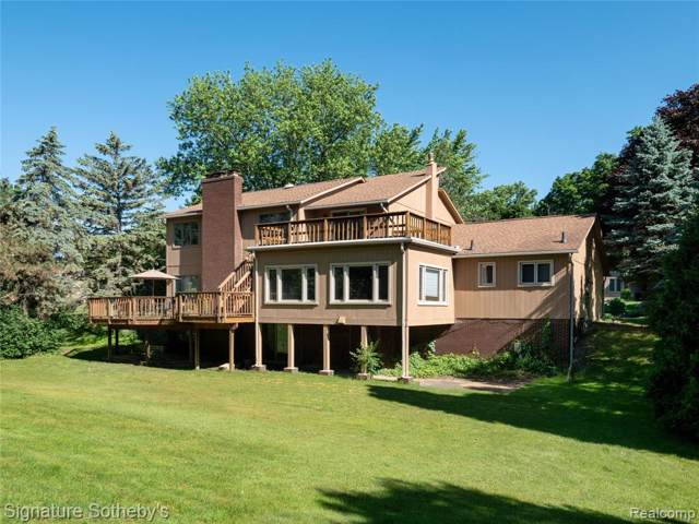 4549 Walden Drive, Bloomfield Twp, MI 48301 (#219115682) :: The Mulvihill Group