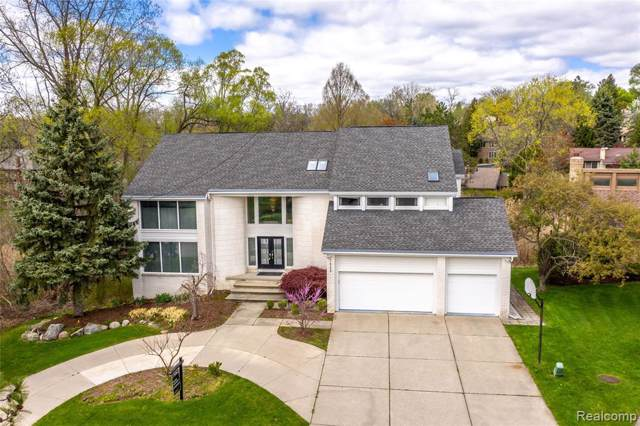2998 Chambord Drive, West Bloomfield Twp, MI 48323 (#219115742) :: The Mulvihill Group