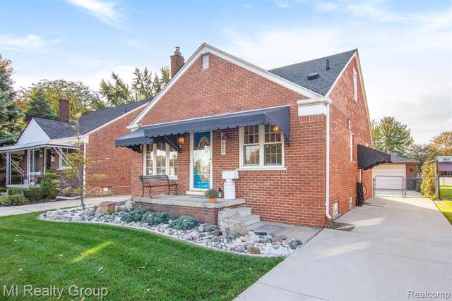 27929 Joan St, Saint Clair Shores, MI 48081 (#219116366) :: Alan Brown Group