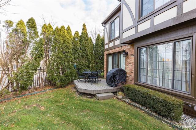 402 Lac Ste Claire Drive, Saint Clair Shores, MI 48082 (#219116488) :: The Mulvihill Group