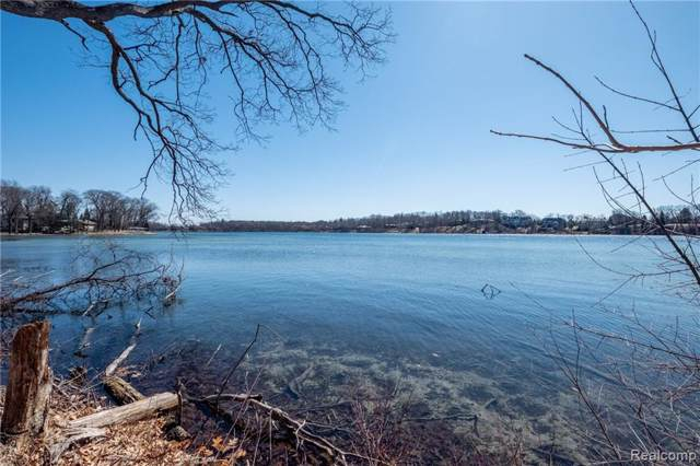5365 Elmgate Bay Drive, Orchard Lake Village, MI 48324 (MLS #219116865) :: The Toth Team