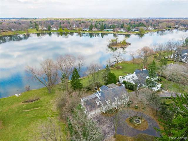 5575 Shadow Lane, Bloomfield Twp, MI 48302 (#219117656) :: The Alex Nugent Team | Real Estate One