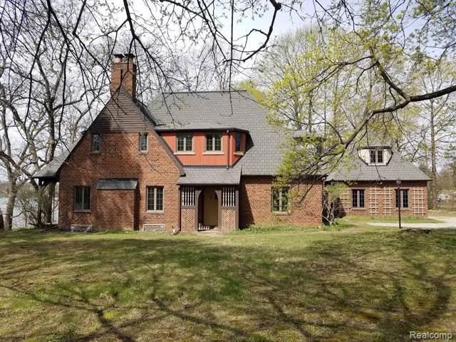 2411 W Walton Boulevard, Waterford Twp, MI 48329 (#219118344) :: The Alex Nugent Team | Real Estate One