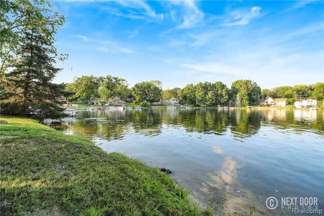 (Lakefront) Lakeside Drive, Howell, MI 48843 (#219118956) :: The Mulvihill Group