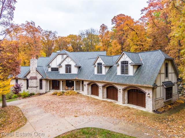 3027 S Hill Road, Milford Twp, MI 48381 (#219119830) :: The Mulvihill Group