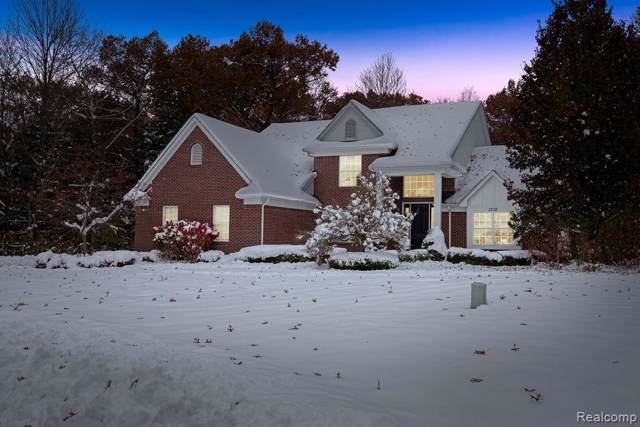 1710 Algonquian Trail, Oxford Twp, MI 48362 (#219120036) :: Team Sanford
