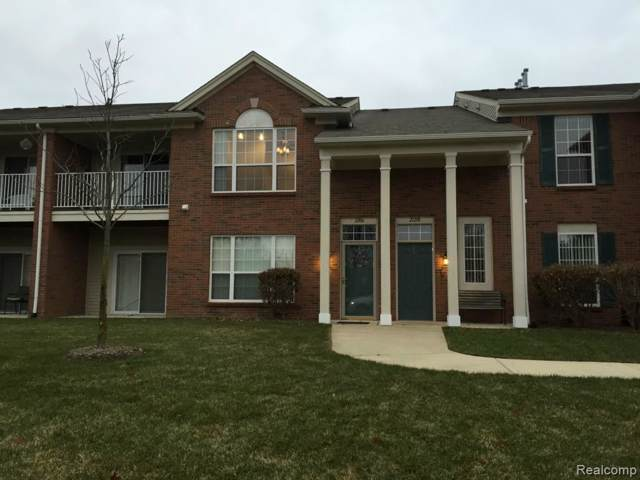 21208 Chesapeake Circle, Commerce Twp, MI 48390 (#219120055) :: Alan Brown Group