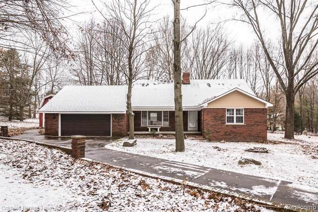 10956 Winterberry Lane, Brighton, MI 48114 (#219120603) :: Alan Brown Group