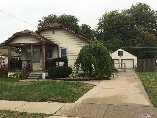 22900 Hoffman Street, Saint Clair Shores, MI 48082 (#219121679) :: The Mulvihill Group