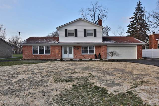 28426 Chatham Road, Grosse Ile Twp, MI 48138 (#219121836) :: The Buckley Jolley Real Estate Team