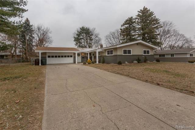 8573 Walnut Hill, Shelby Twp, MI 48317 (#219122033) :: Team DeYonker