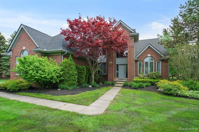 4661 Stoneview, West Bloomfield Twp, MI 48322 (#219122273) :: The Buckley Jolley Real Estate Team